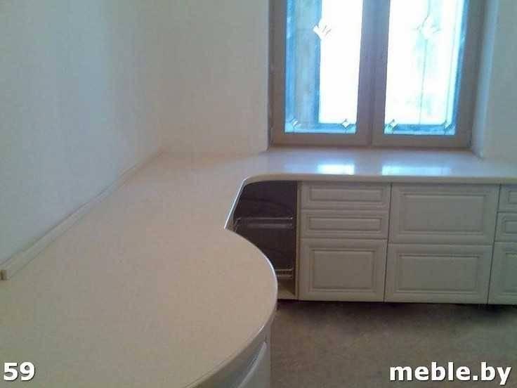 Радиусная каменная столешница на кухни под заказ. Мебель под заказ.