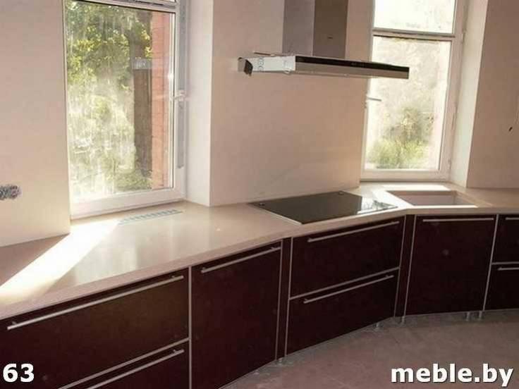 Угловая столешница на кухни из камня. Мебель под заказ.