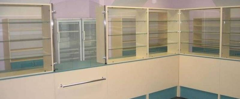 Торговое оборудование из дсп и стекла на заказ. Мебель под заказ.
