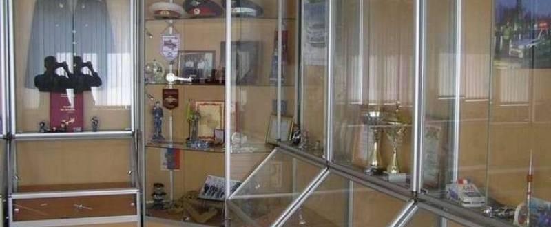 Торговое оборудование из стекла в алюминиевом профиле под заказ. Мебель под заказ.